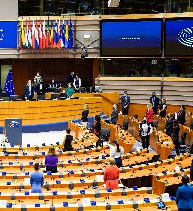 Les députés européens ont rendu hommage à George Floyd